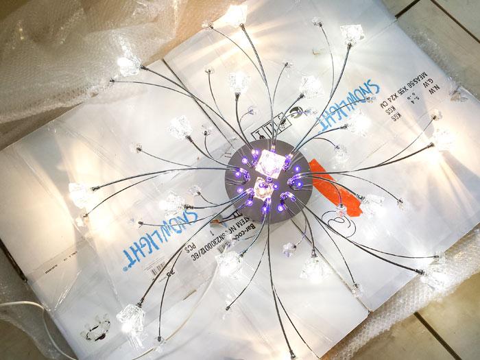 Галогеновые лампы вместе со светодиодными в люстре